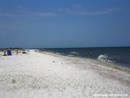 Пляж около маяков