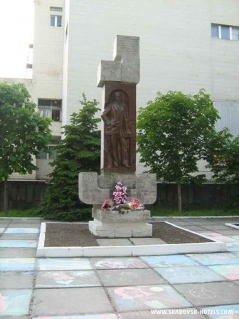 Памятник основателю города - Скадовскому С.Б.